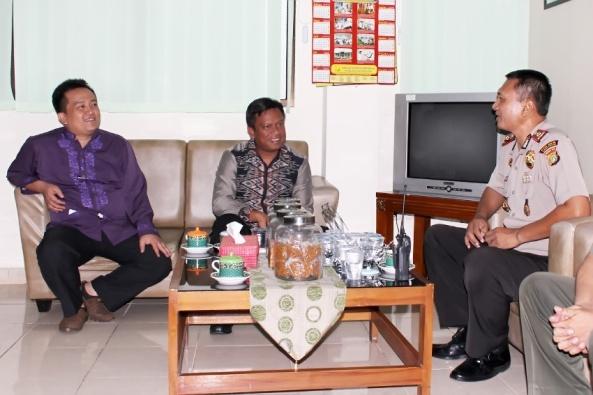 Kapolsek Pancoran, Kompol Minto bersilaturahmi dengan Camat dan Wakil Camat Pancoran di kantor Kecamatan Pancoran
